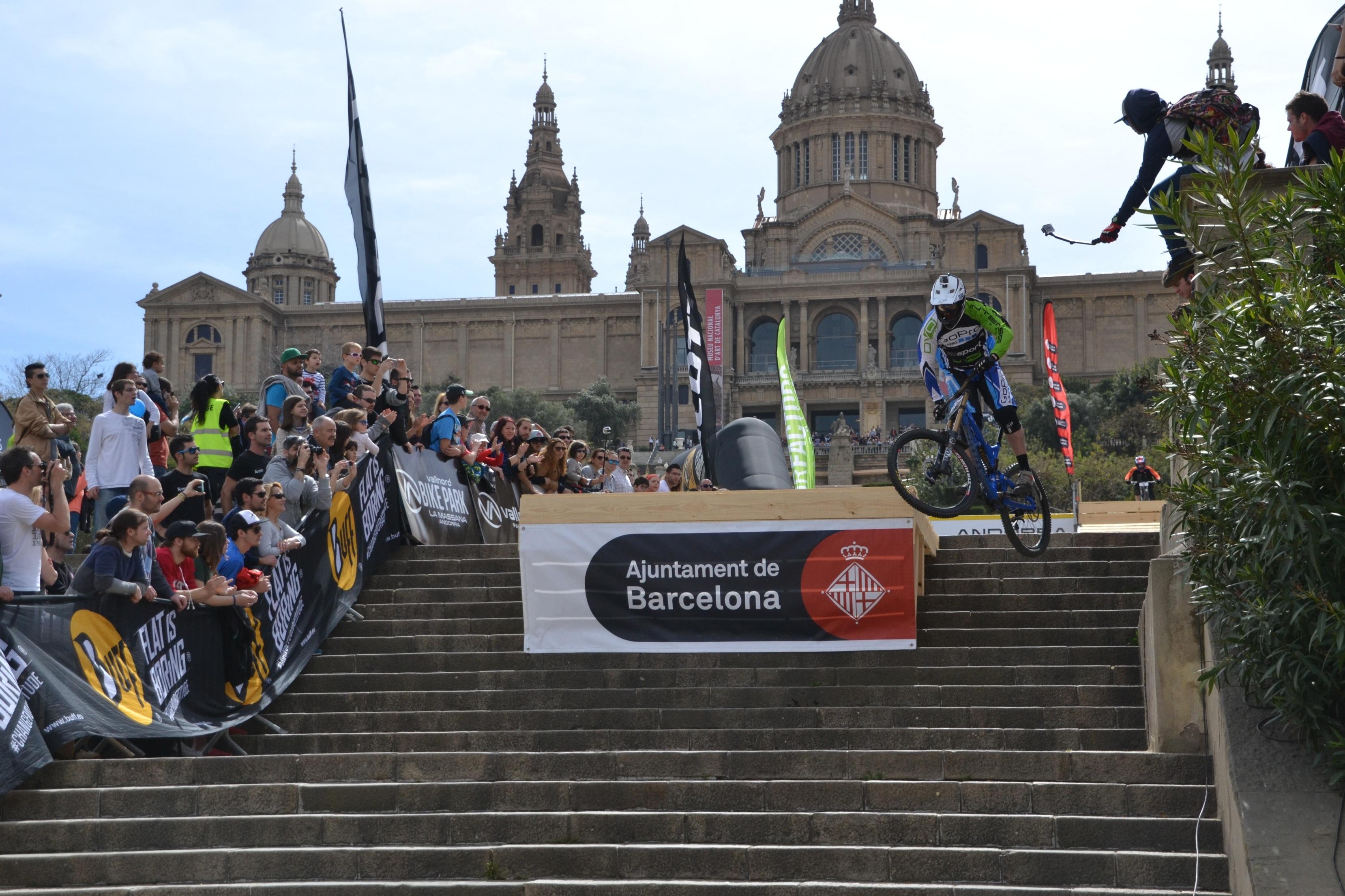 Todo el espect�culo del descenso en el BUFF� Down Urban Barcelona del 3 de abril