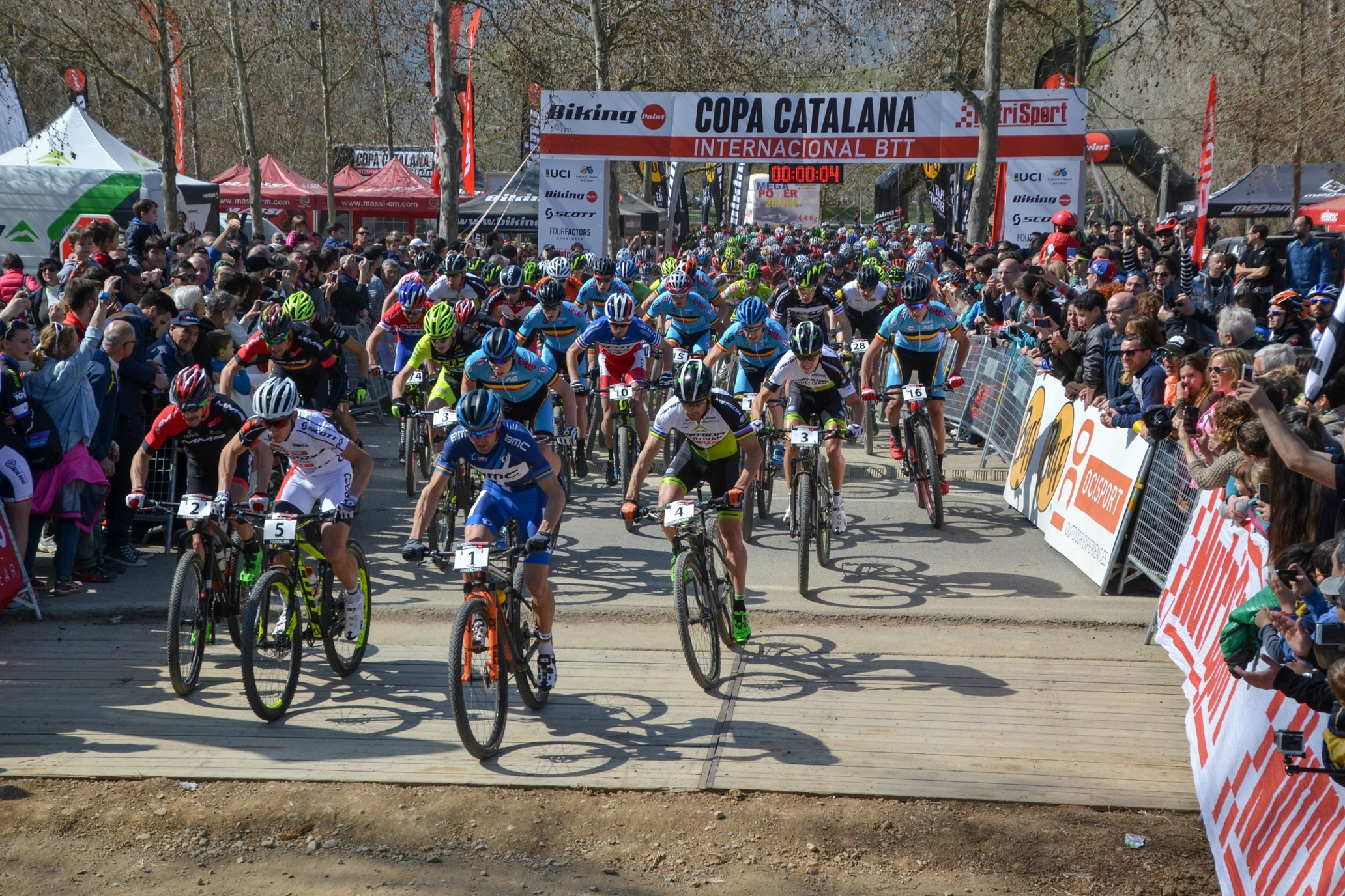 Victor Koretzky i Githa Michiels guanyen una espectacular Copa Catalana Internacional Biking Point de Banyoles