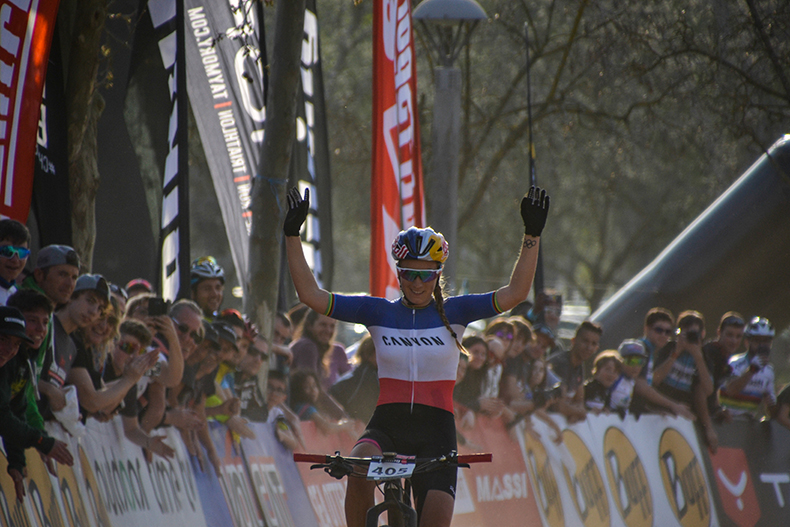 Pauline Ferrand-Pr�vot se impone en la Copa Catalana Internacional BTT Biking Point de Banyoles