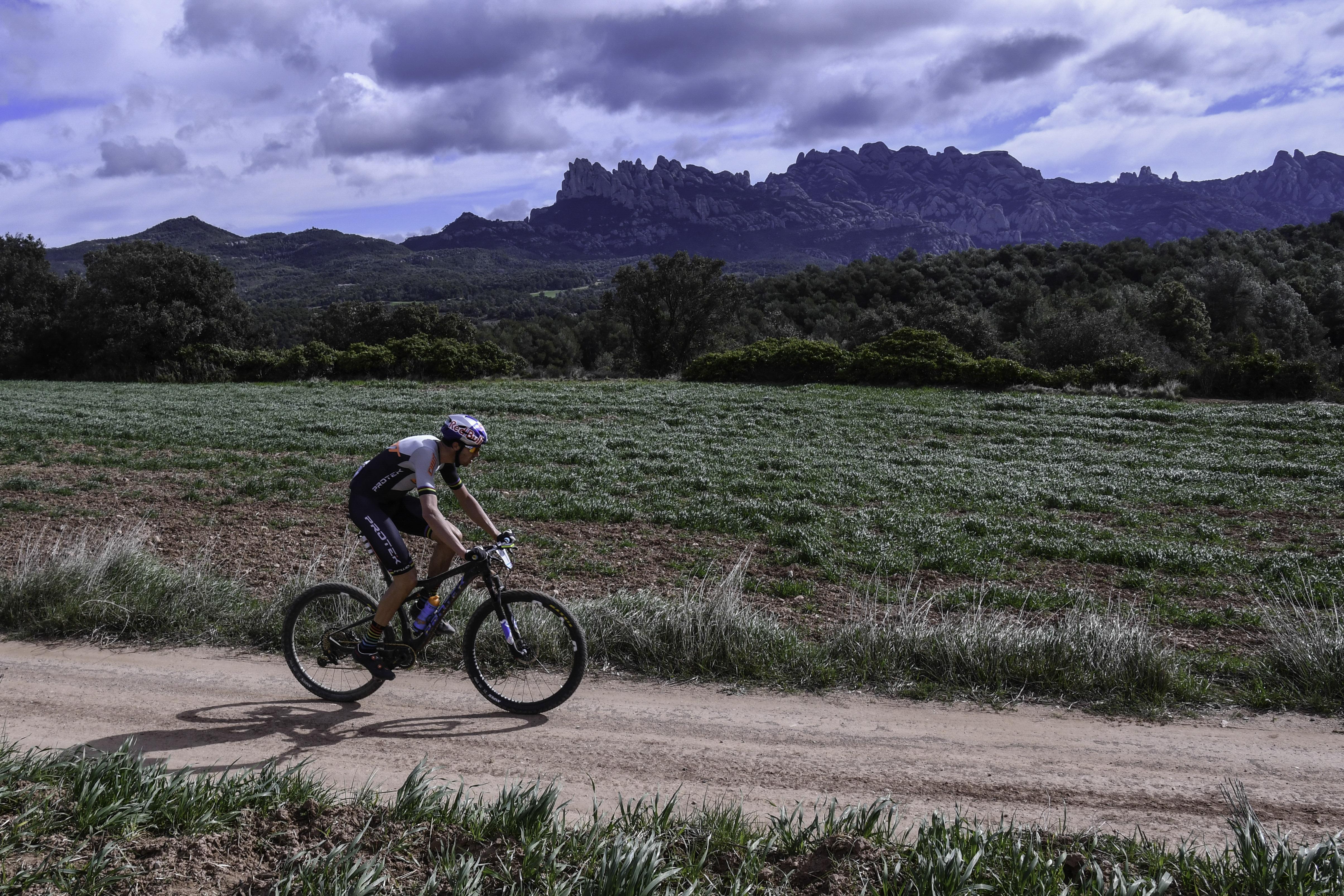 Tiago Ferreira gana y lidera la VolCAT tras una etapa reina extremadamente dura por el viento