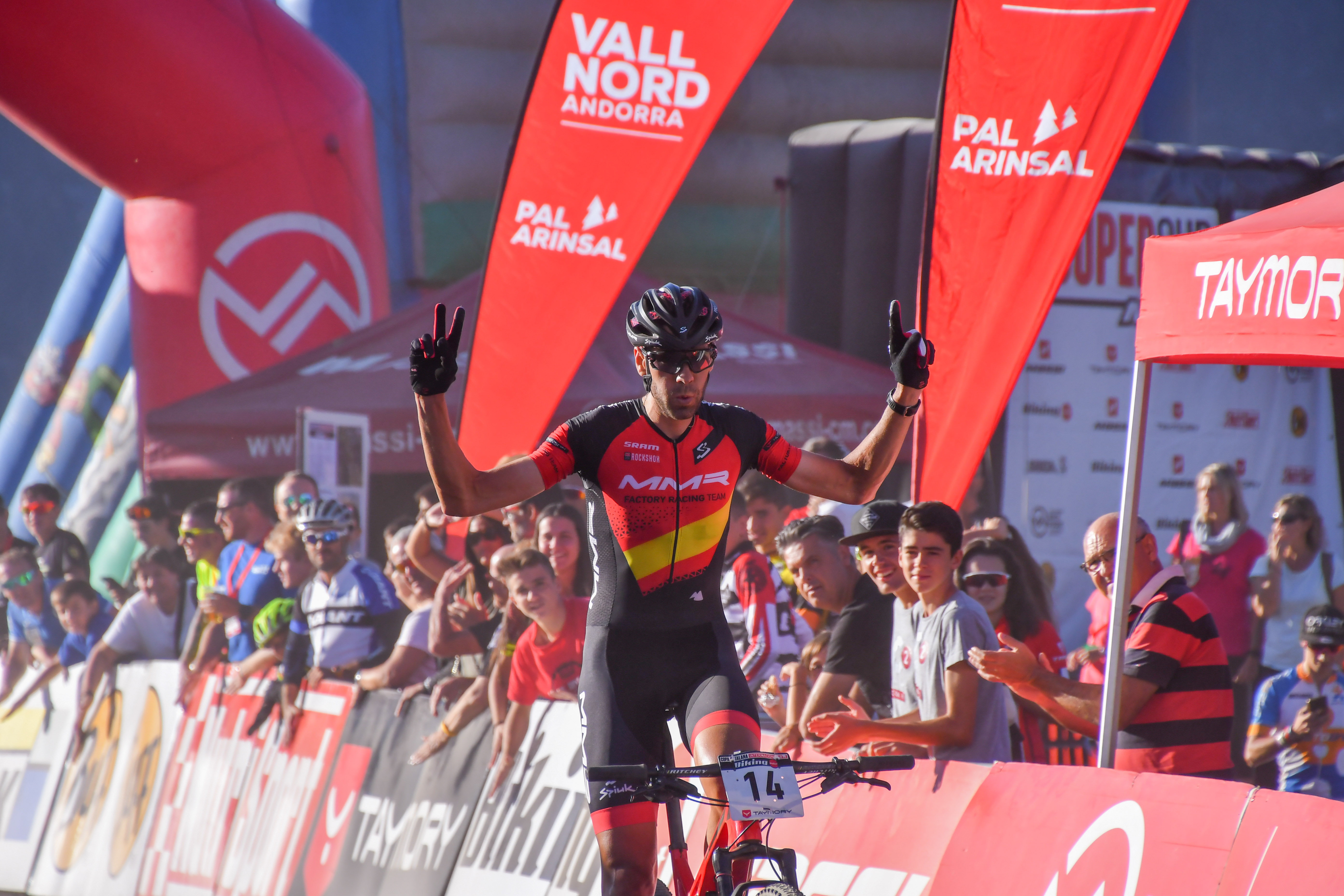 David Valero y Claudia Galicia conquistan Vallnord y la Super Cup Massi