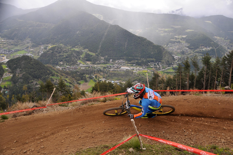 Rémi Thirion y Marine Cabirou se imponen en la Copa Catalana de DHI en Vallnord Bike Park La Massana
