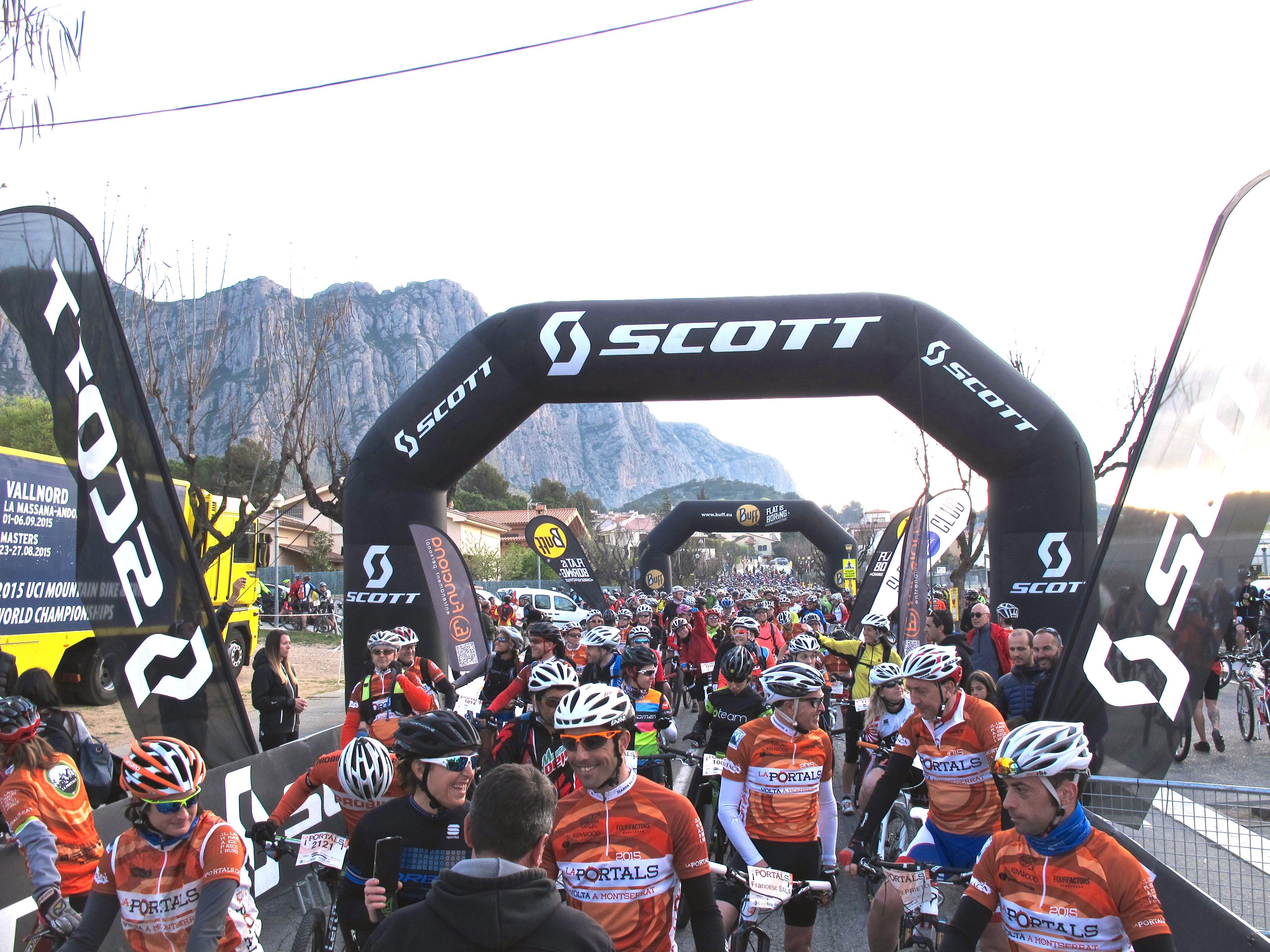 Més de 2000 esportistes han gaudit el massís de Montserrat a La Portals a Peu i en Bicicleta
