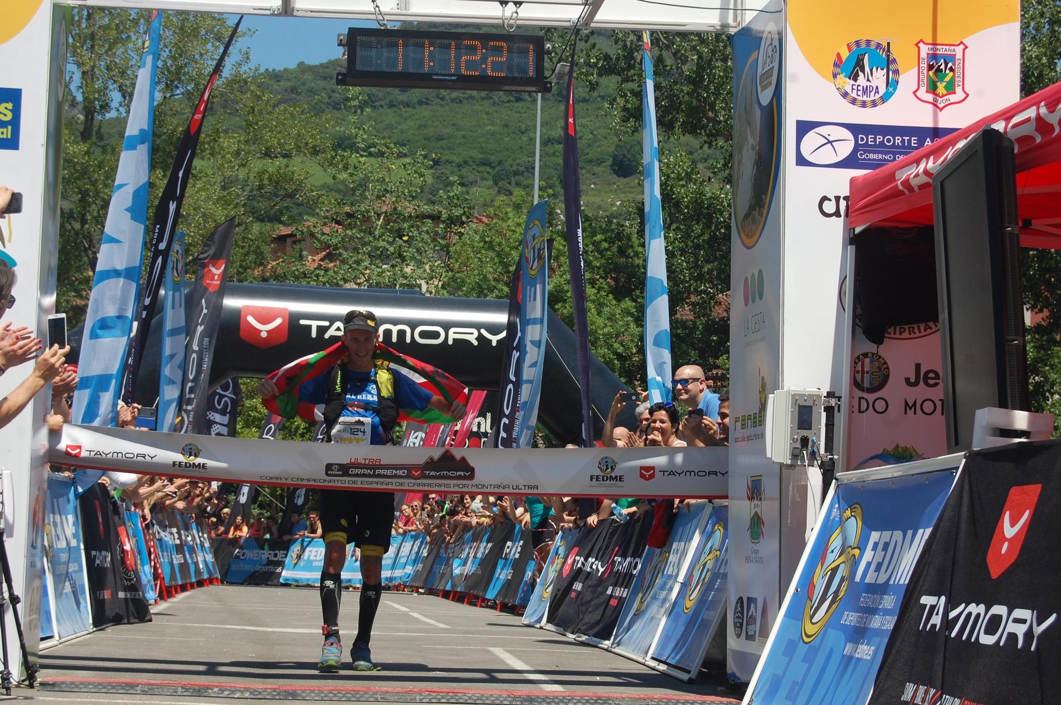 Javi Domínguez y Eva María Moreda se proclaman Campeones de España de Carreras por Montaña Ultra GP Taymory en la Travesera Integral Picos de Europa