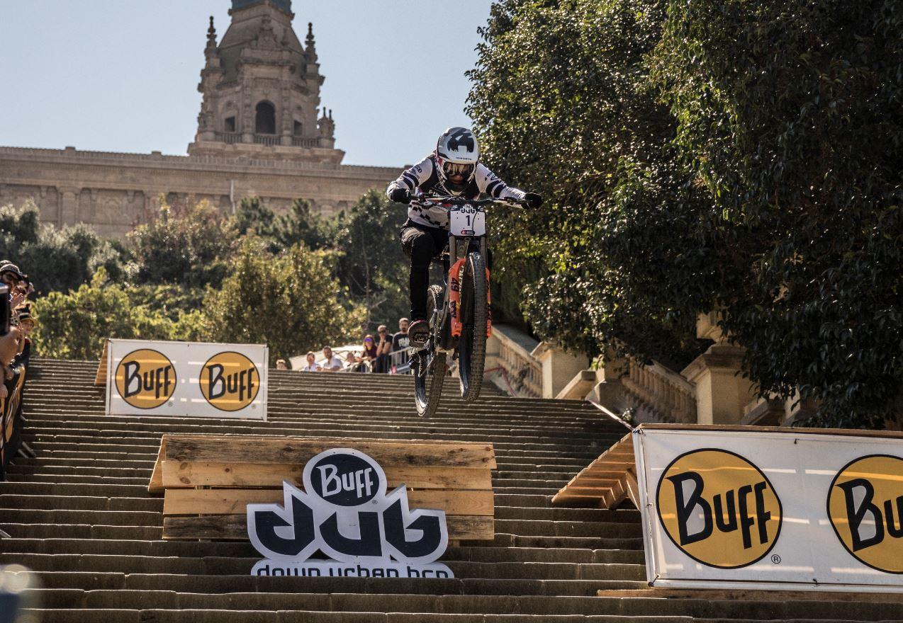 Jordi Sim� renueva el triunfo en el Down Urban Barcelona 2019