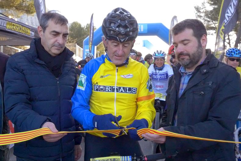 Marino Lejarreta recibe el homenaje de La Portals